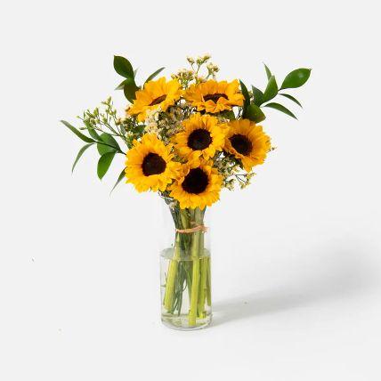 Blooming Sunflowers Vase Arrangement: باقة دوار الشمس أون لاين
