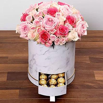 بوكس من الورد الزهري والشوكولاتة: Love and Romance Gifts