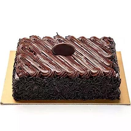 كيكة الشوكولاتة المغطاة بالحلوى: