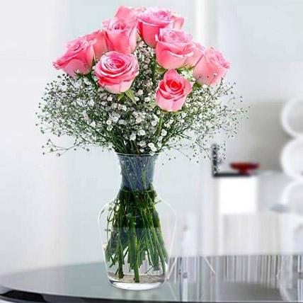 Glorious 12 Pink Roses: توصيل الزهور في المدينة