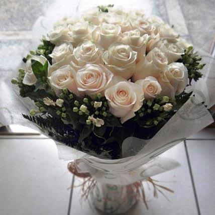 بافة جميلة من الورد باللون الخوخي: زهور التعاطف والمواساة