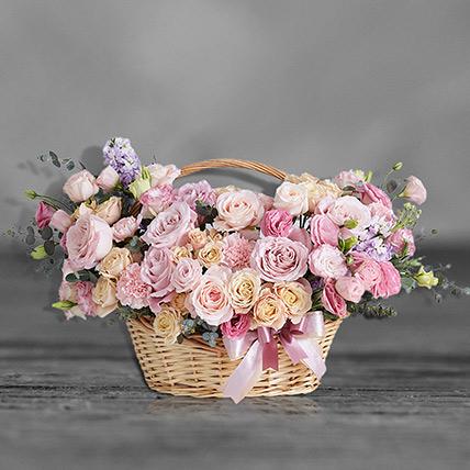 سلة زهور مشكّلة ساحرة: باقات ورد فخمة أون لاين