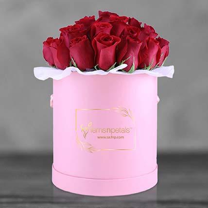 صندوق من الورد الأحمر: