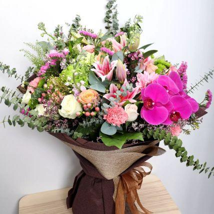 Vibrant Mixed Flower Bouquet: زهور غريبة أون لاين