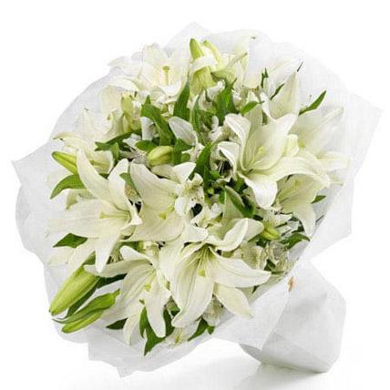 باقة زهور بيضاء جميلة: Lily Flower Bouquets