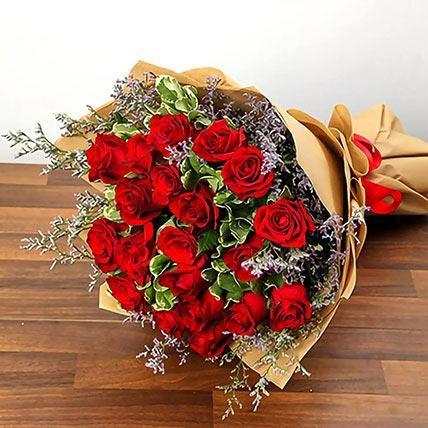 باقة مكونة من 20 وردة حمراء