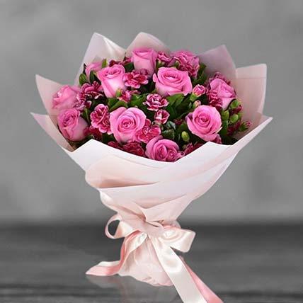 باقة الورد الزهري مع القرنفل