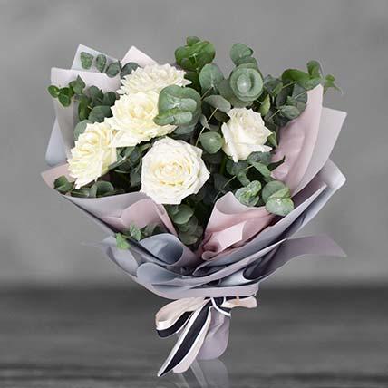 باقة مذهلة من الورد الأبيض