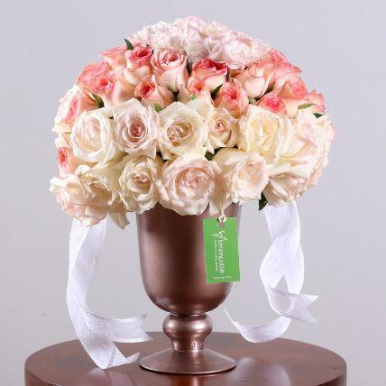 كأس من الزهور المبهجة