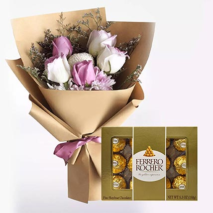 زهور بيضاء أرجوانية و شوكولاتة فيريرو روشيه 12 قطعة
