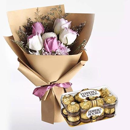 زهور بيضاء أرجوانية و شوكولاتة فيريرو روشيه 16 قطعة