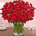 100 وردة حمراء في مزهرية زجاجية