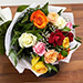 باقة مكونة من 12 وردة ملونة